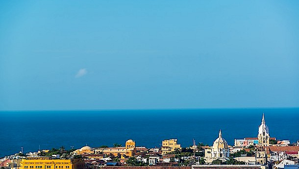 View of the historic center of Cartagena, Colombia with the Caribbean Sea visible in the background . Photo: Jess Kraft | shutterstock.com