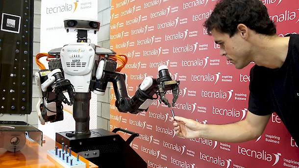 Tecnalia´s Hiro robot demonstrates its capabilities at the BIEMH. Photo: Tecnalia