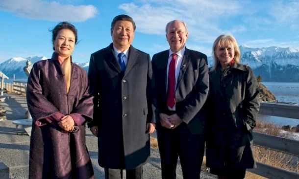 Chinese President Xi Jinping, First Lady Peng Liyuan, Alaskan Gov. Bill Walker and First Lady Donna Walker at Beluga Point. Photo: Office of the Governor